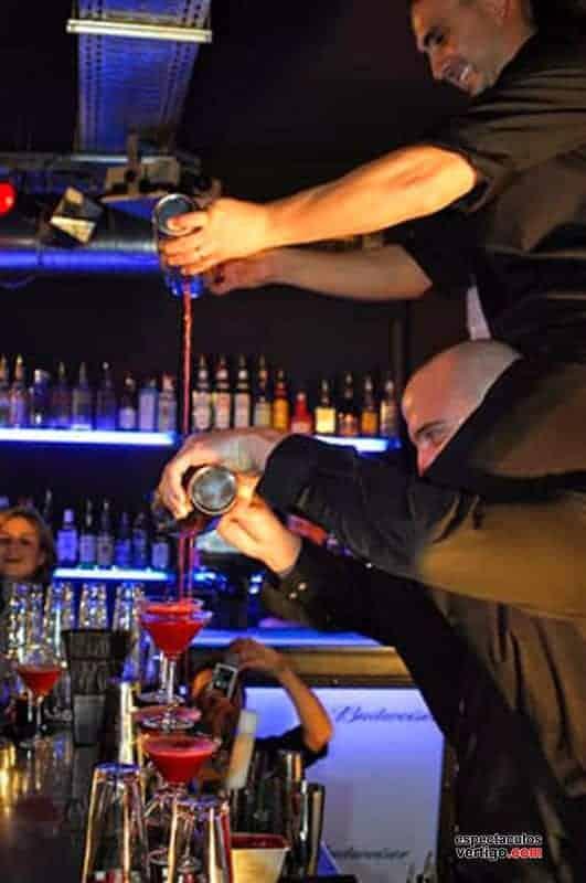 01-Barman-Acrobatico