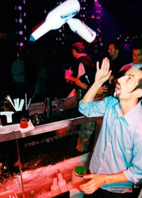02-Barman-Acrobatico