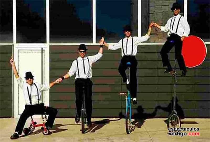 04-Monociclistas