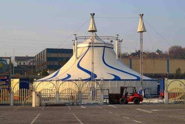 Carpa de circo grande